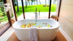 palm_garden_beach_resort_spa_bath